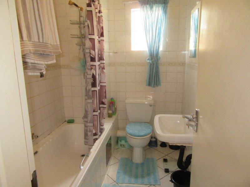 Paulshof bathroom.jpg