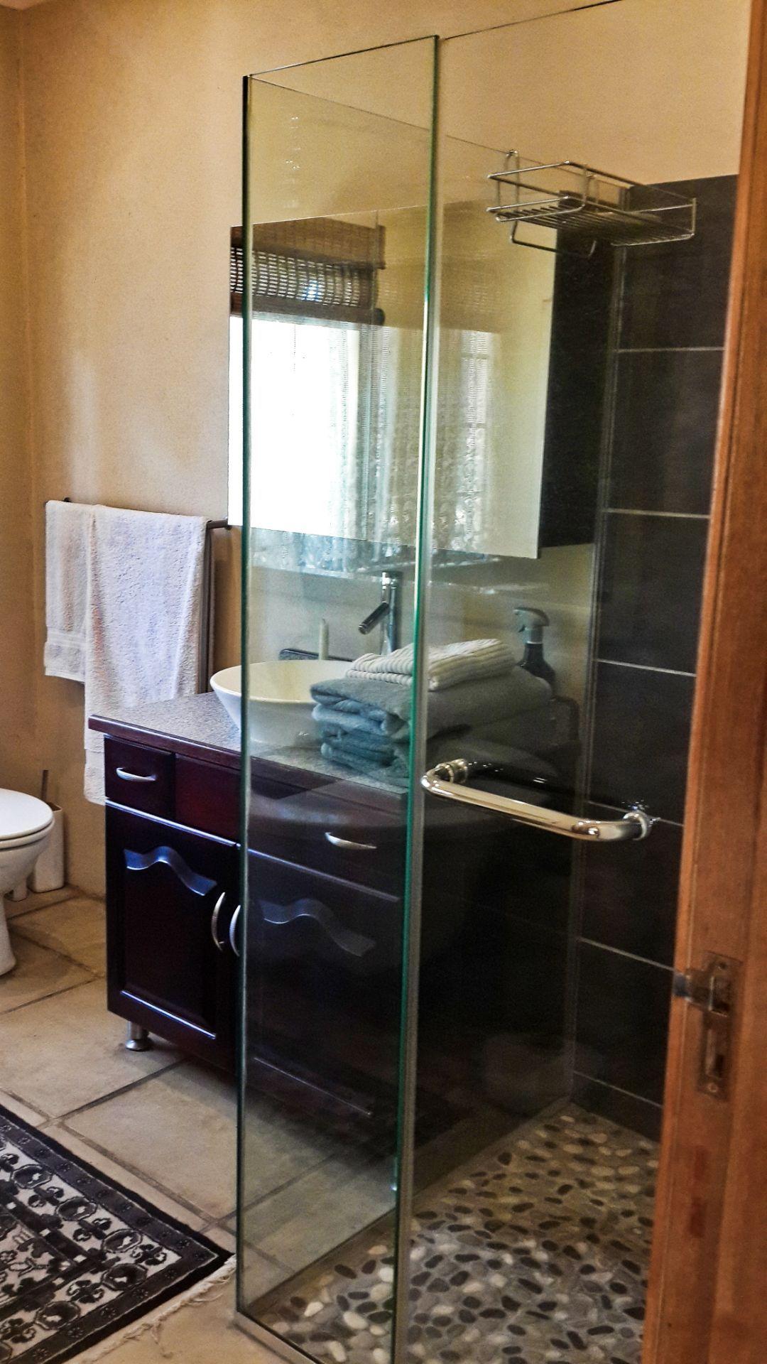 Shower - Airb&b.jpg