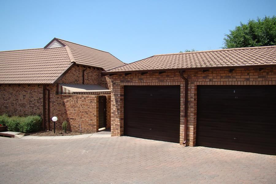 Lonehill double  garage (Copy).JPG