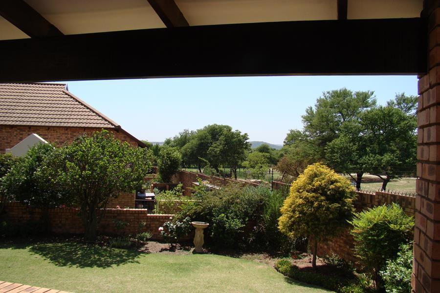 Lonehill garden (Copy).JPG