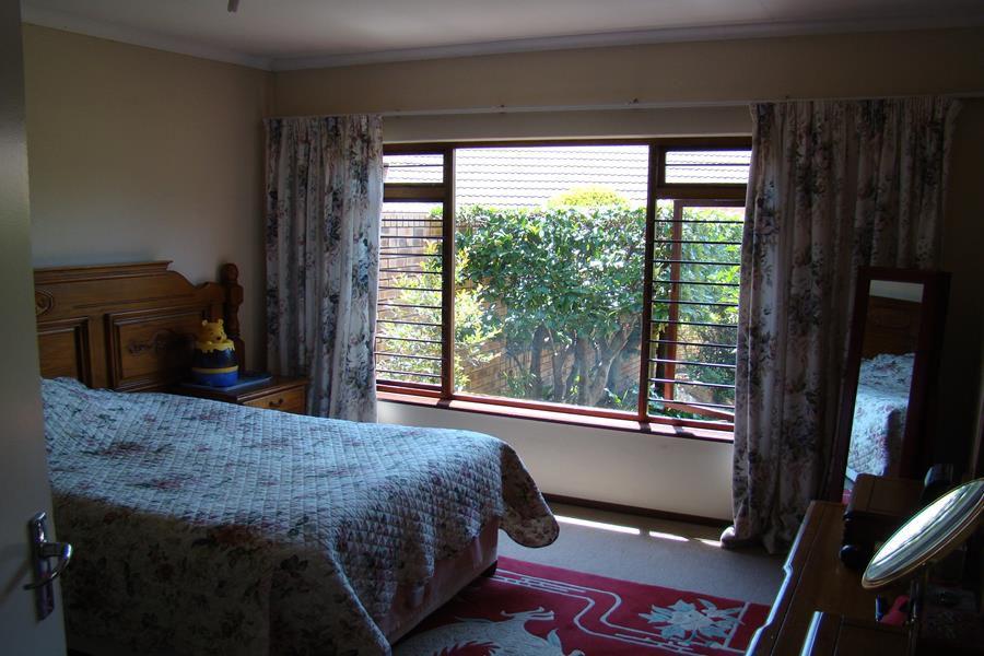Lonehill main bedroom (Copy).JPG