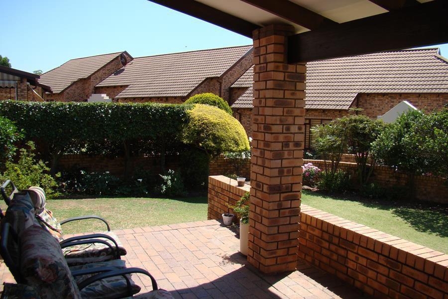 Lonehill patio (Copy).JPG