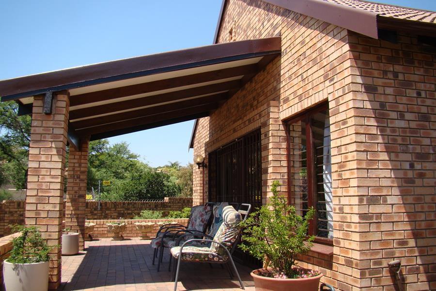 Lonehill patio.. (Copy).JPG