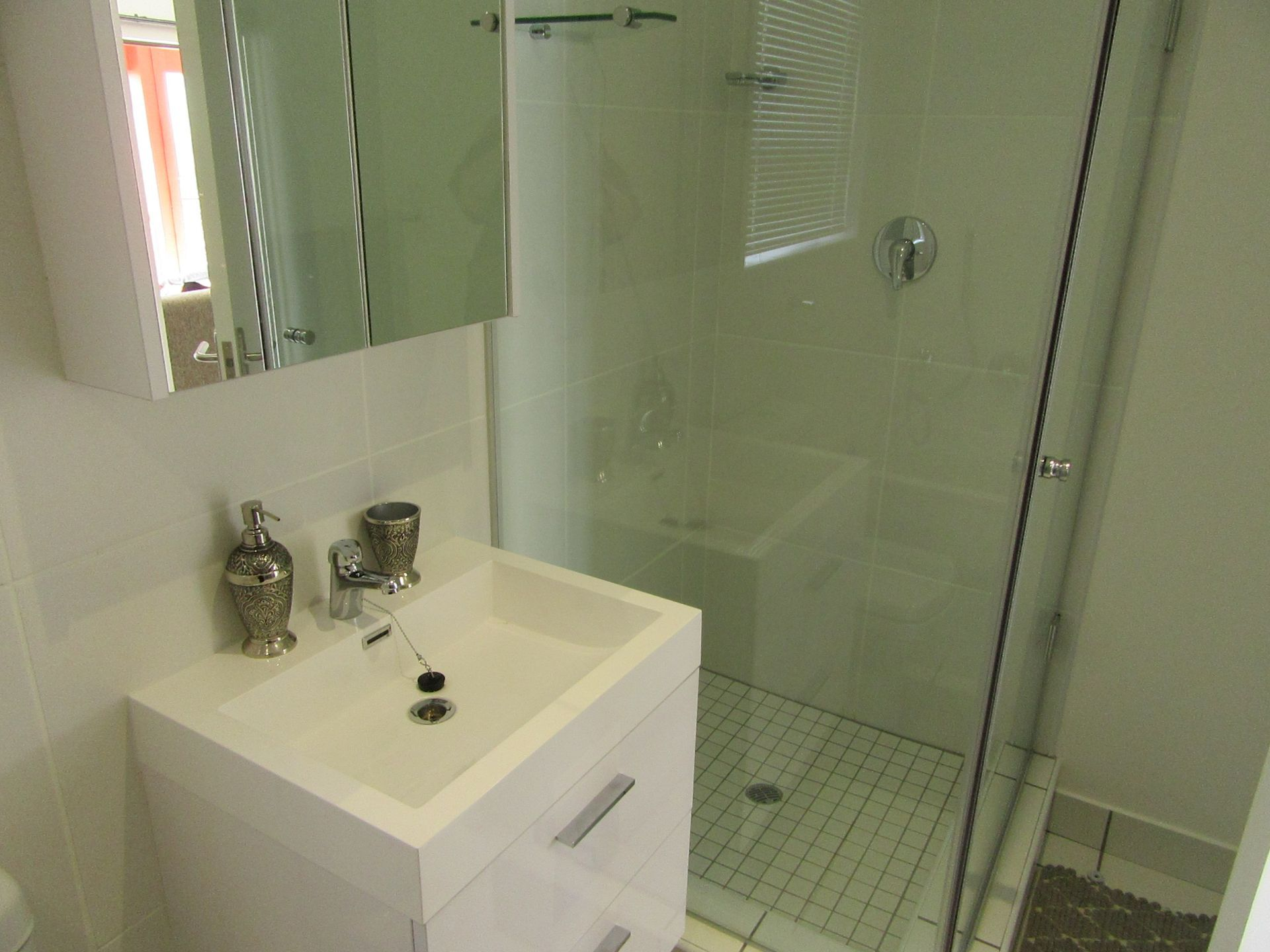 Lonehill shower.JPG