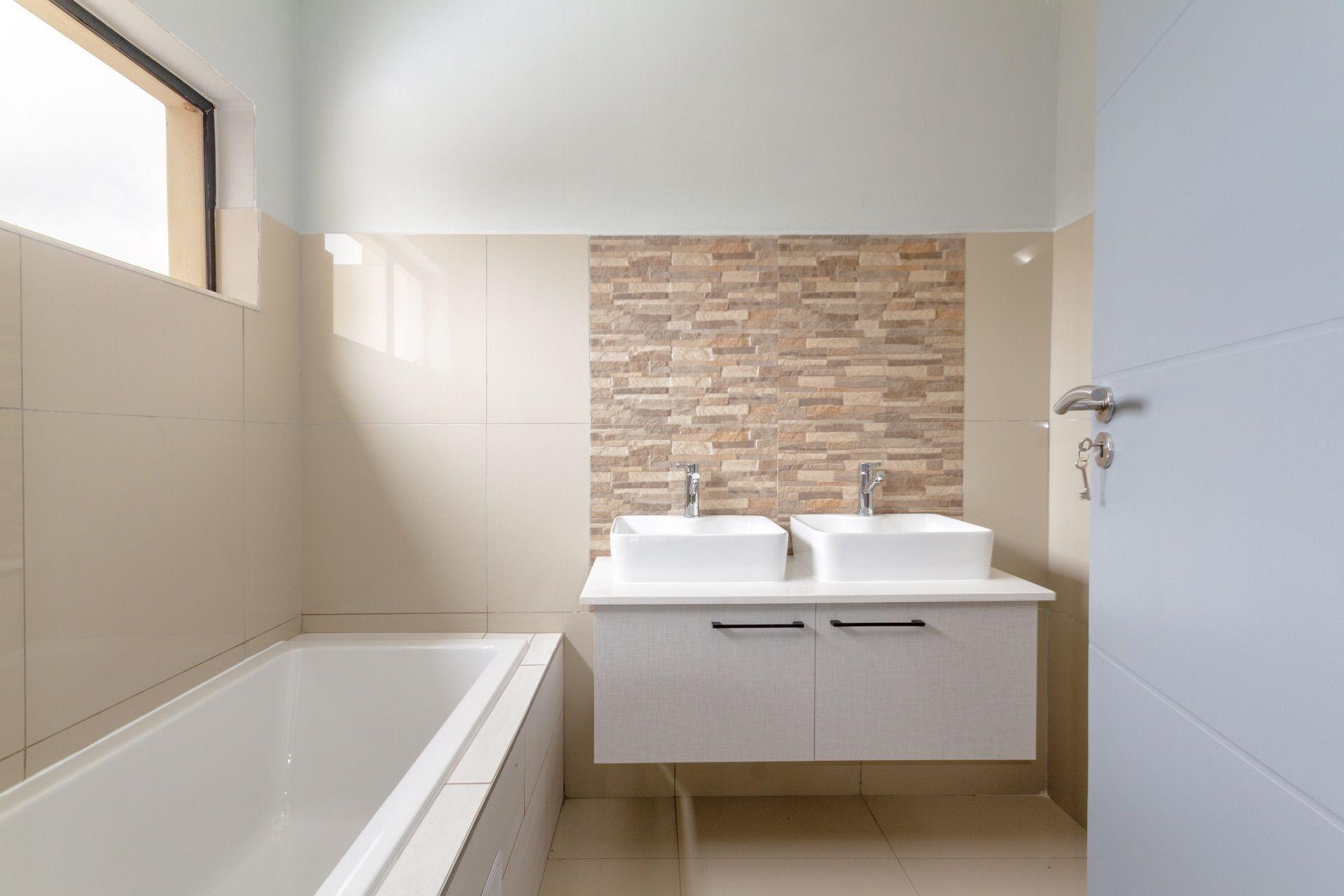 2nd en-suite bathroom