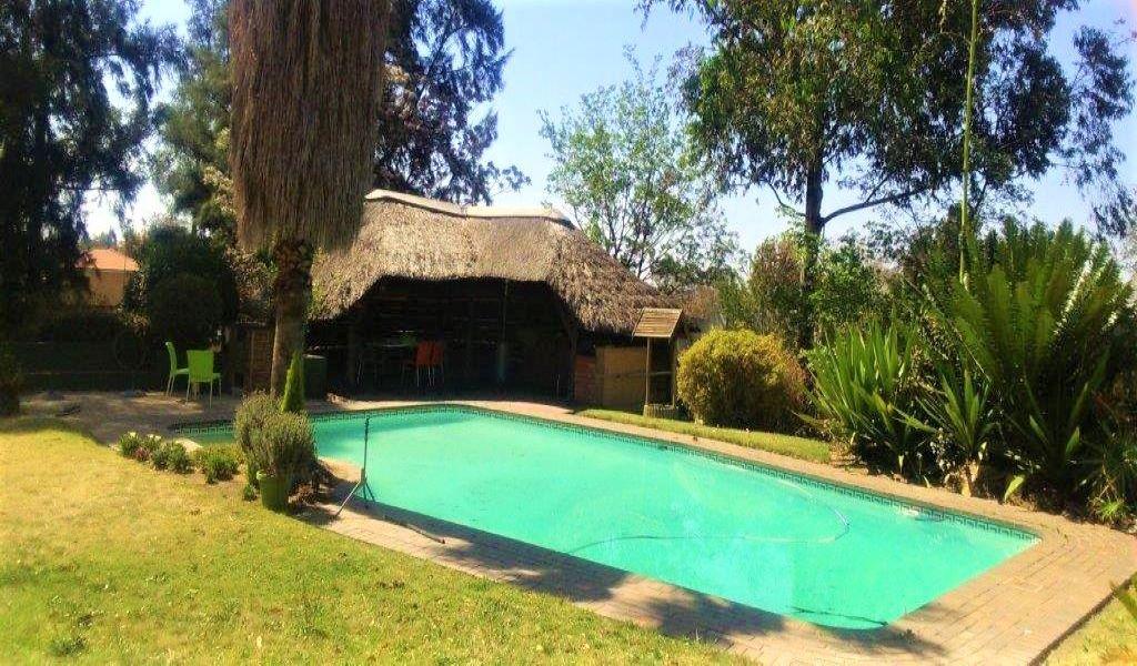 Lapa & swimming pool (2).jpg