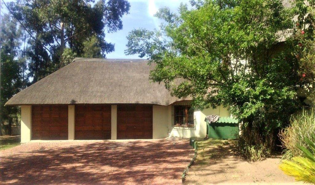Main house 3 garages (2).jpg