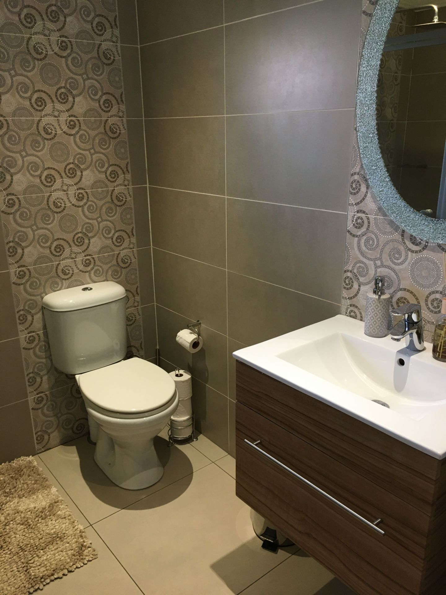 21_VT 23 Bathroom_1.JPG