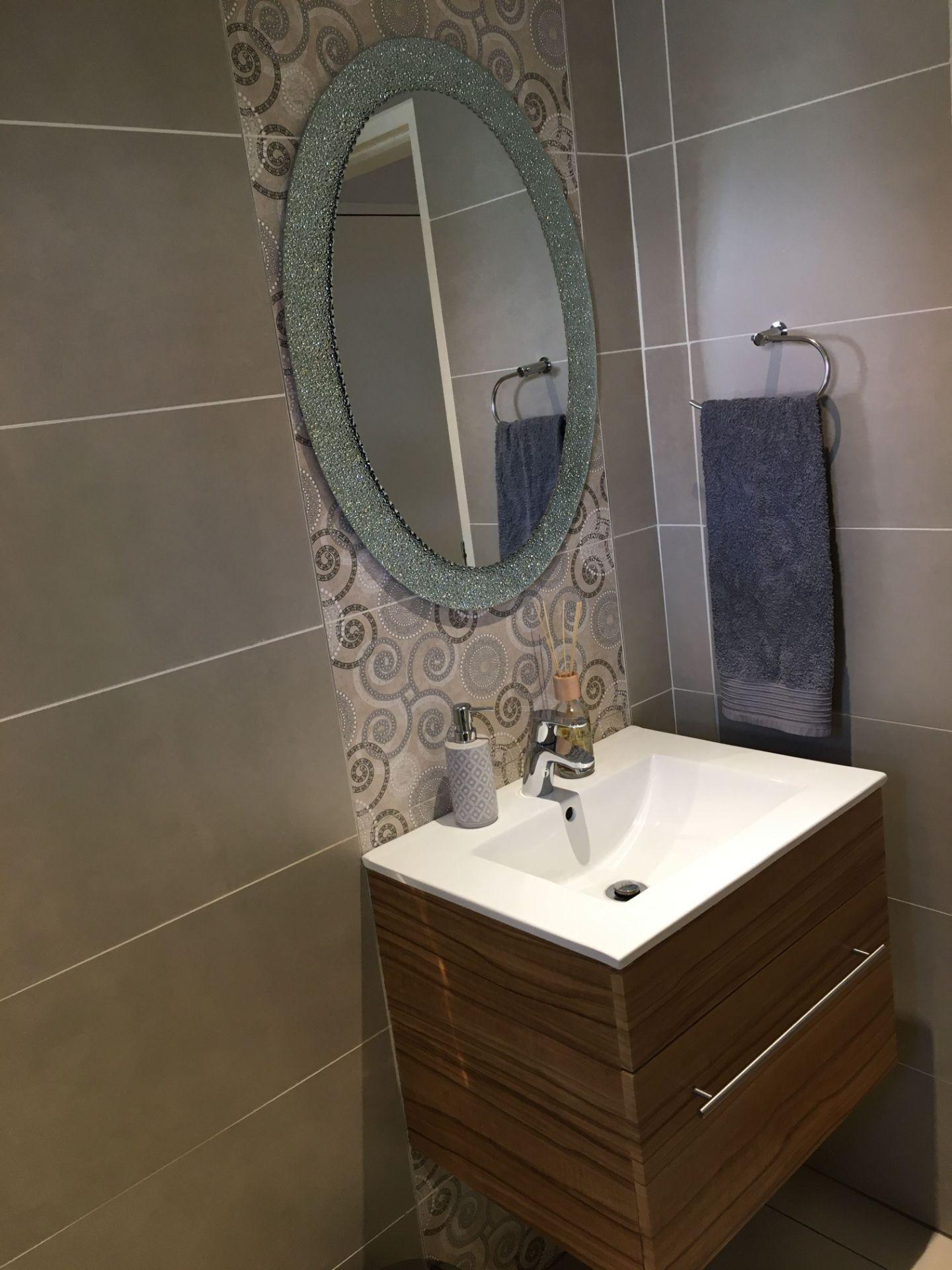 23_VT 23 Bathroom_3.JPG