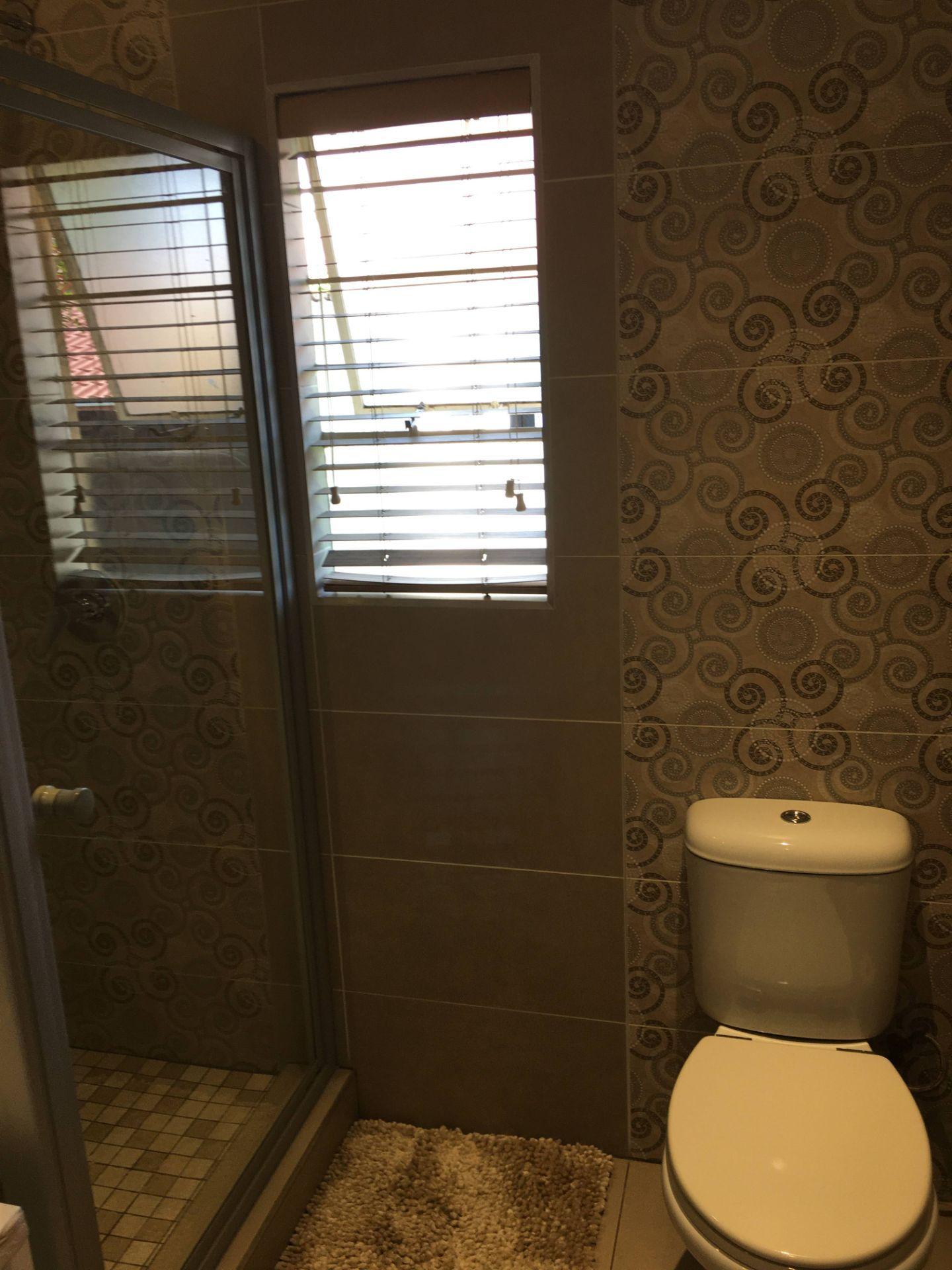 24_VT 23 Bathroom_4.JPG